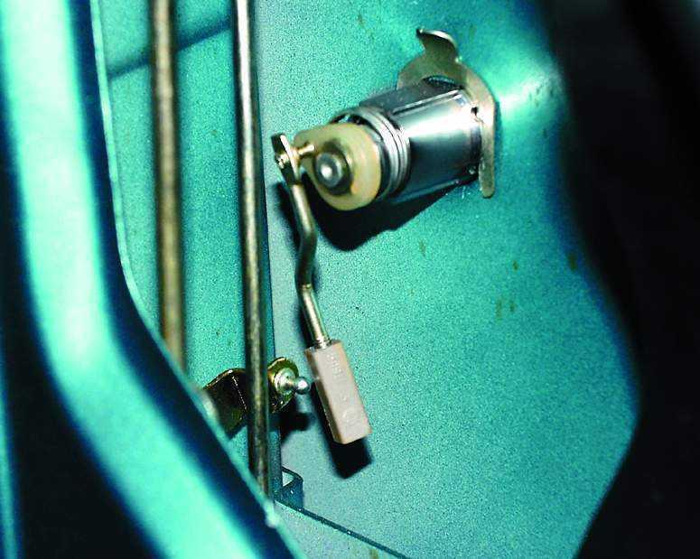 Фото №1 - механизм открывания двери ВАЗ 2110