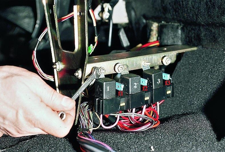 Фото №29 - ВАЗ 2110 бьется током