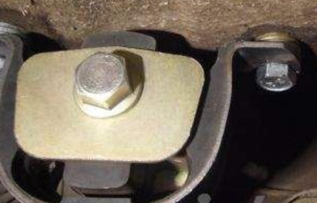 Фото №5 - замена подушки коробки передач ВАЗ 2110