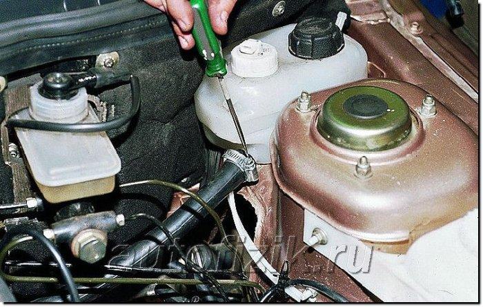 Фото №5 - как проверить крышку расширительного бачка ВАЗ 2110