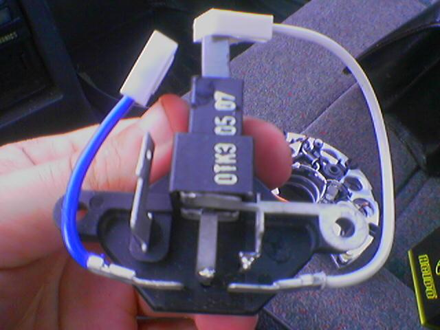 Фото №1 - генератор ВАЗ 2110 выдает маленькое напряжение