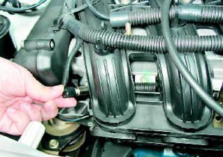 Фото №12 - проверка давления в топливной рампе ВАЗ 2110