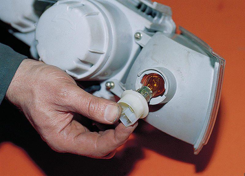 Фото №26 - как поменять лампочку стоп сигнала на ВАЗ 2110