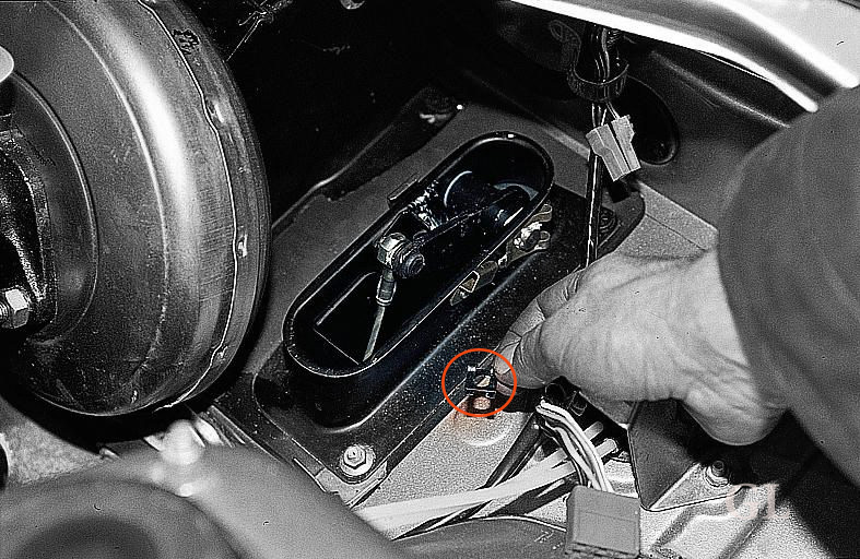 Фото №10 - как смазать тросик сцепления ВАЗ 2110