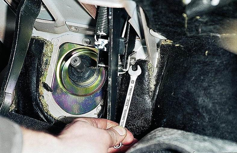 Фото №20 - как снять тросик сцепления ВАЗ 2110