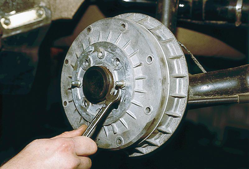 Фото №5 - замена задних тормозных колодок ВАЗ 2110