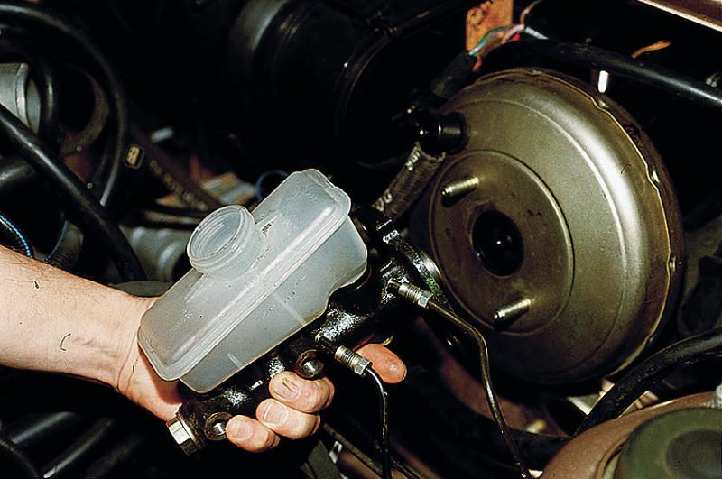 Фото №2 - замена главного тормозного цилиндра ВАЗ 2110