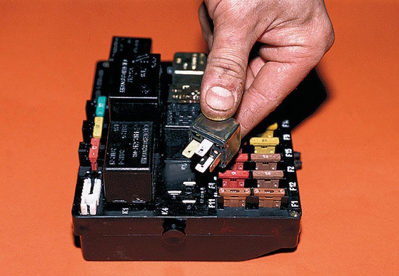 Фото №11 - где находится реле зарядки на ВАЗ 2110