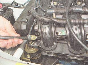 Фото №1 - проверка давления в топливной рампе ВАЗ 2110