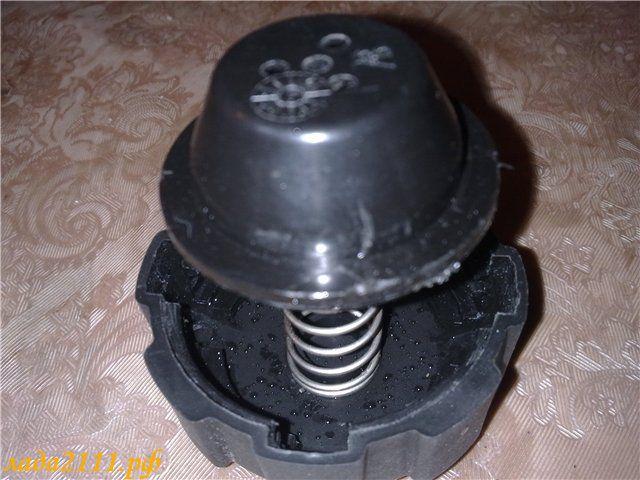 Фото №8 - как проверить крышку расширительного бачка ВАЗ 2110