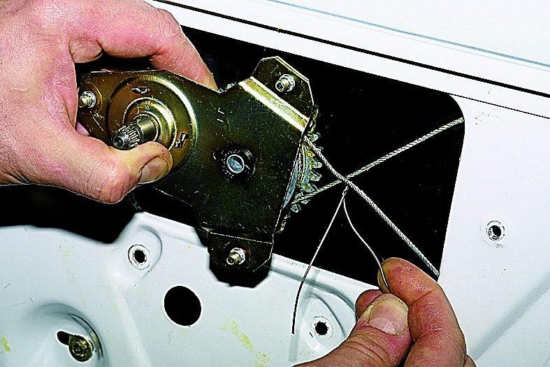 Фото №18 - замена тросика стеклоподъемника ВАЗ 2110