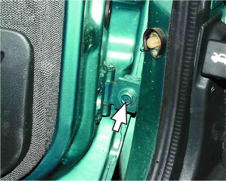 Фото №6 - ВАЗ 2110 ремонт дверных петель