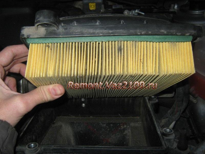 Фото №8 - как поменять воздушный фильтр в ВАЗ 2110