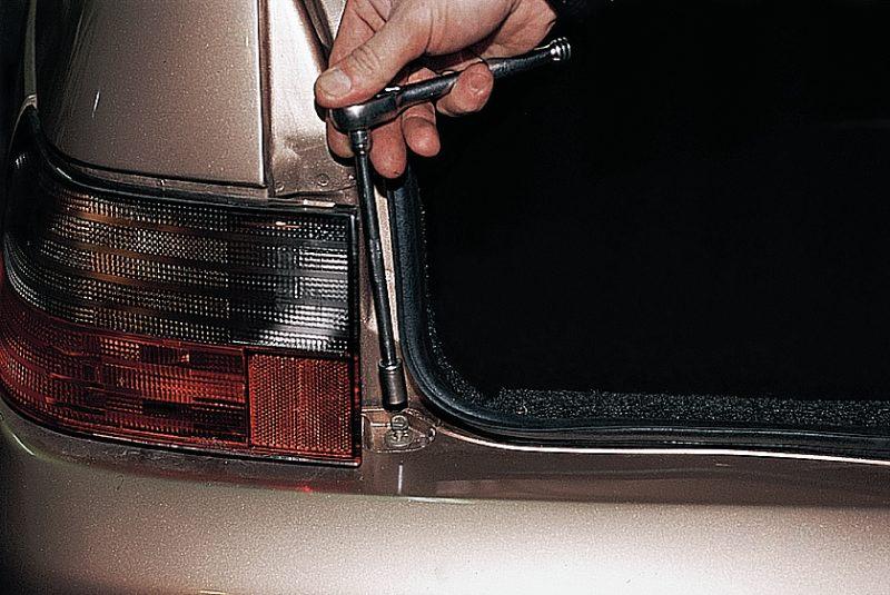 Фото №7 - ВАЗ 2110 бьет током от кузова