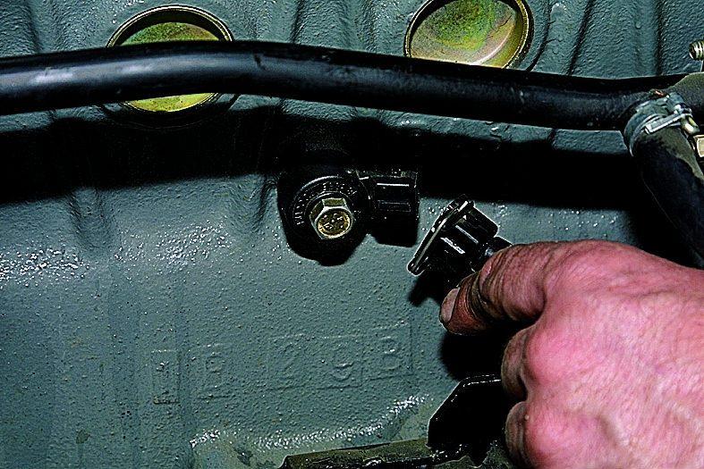 Фото №6 - датчик детонации ВАЗ 2110 16 клапанов где он находится