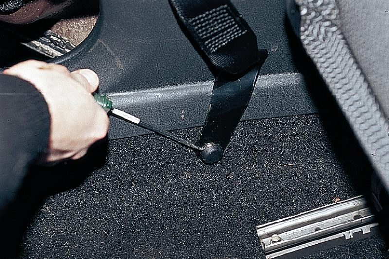 Фото №25 - ремонт ремня безопасности ВАЗ 2110