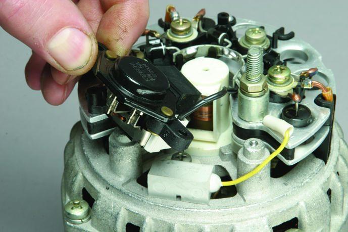 Фото №14 - как заменить реле регулятора напряжения на генераторе ВАЗ 2110