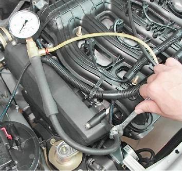 Фото №8 - проверка давления в топливной рампе ВАЗ 2110