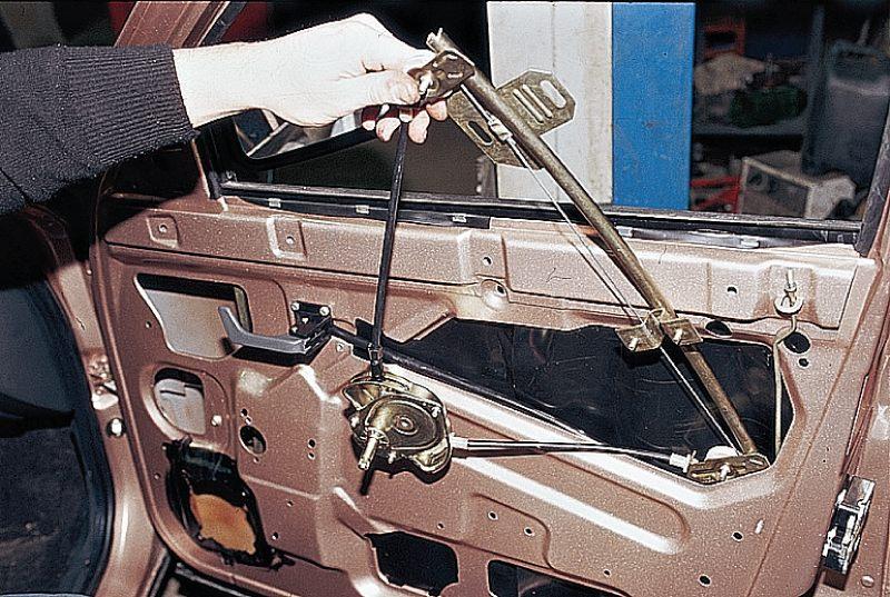 Фото №19 - установка рычажного стеклоподъемника на ВАЗ 2110