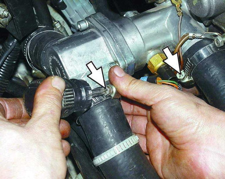 Фото №1 - ремонт термостата ВАЗ 2110 инжектор