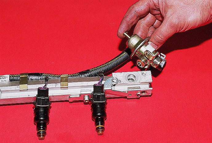 Фото №14 - регулятор давления топлива ВАЗ 2110 16 клапанов где находится
