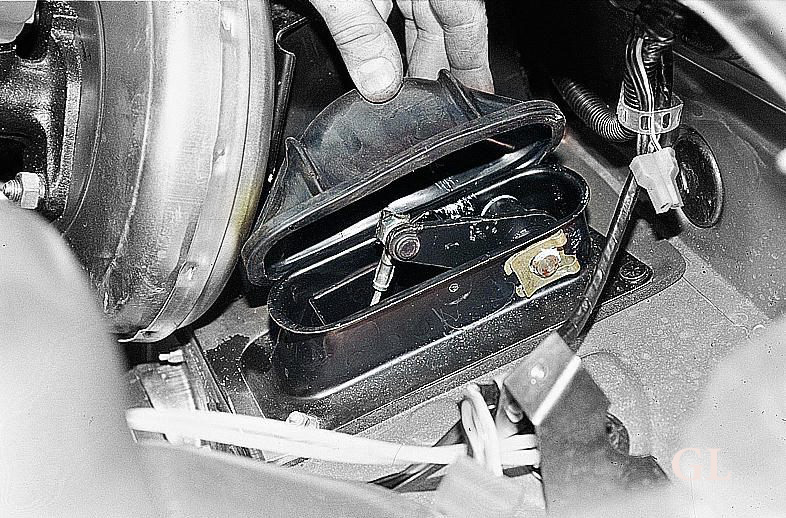 Фото №7 - как смазать тросик сцепления ВАЗ 2110