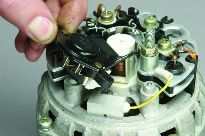 Фото №6 - где находится реле зарядки на ВАЗ 2110