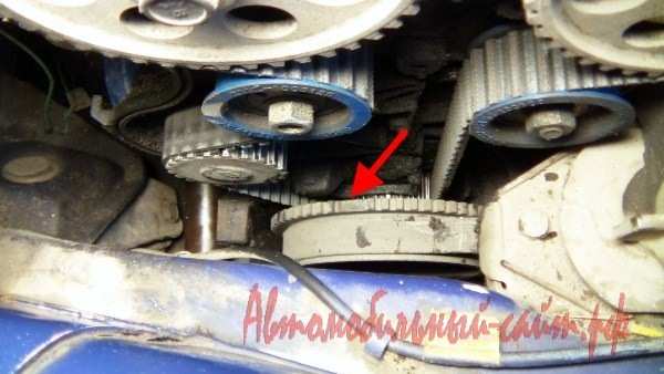 Фото №22 - как снять шкив коленвала ВАЗ 2110