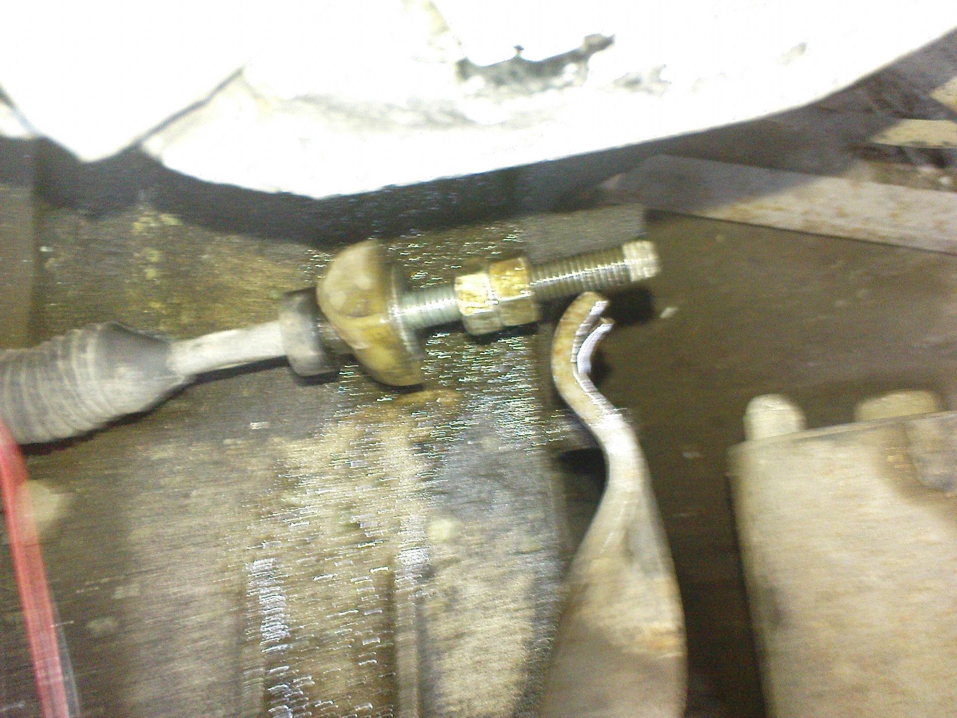 Фото №4 - как поставить тросик сцепления на ВАЗ 2110
