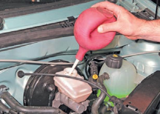 Фото №45 - как залить тормозную жидкость ВАЗ 2110