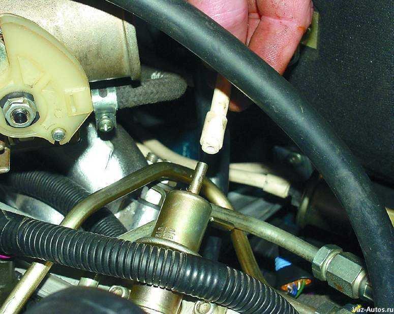 Фото №20 - регулятор давления топлива ВАЗ 2110 16 клапанов где находится