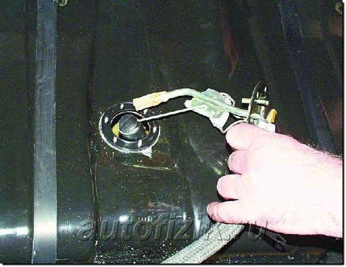 Фото №12 - неправильно показывает датчик уровня топлива ВАЗ 2110 инжектор
