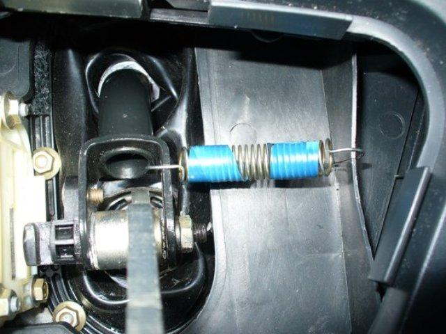 Фото №3 - почему болтается рычаг переключения передач на ВАЗ 2110