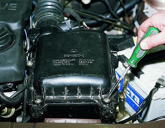 Фото №7 - как поменять воздушный фильтр в ВАЗ 2110