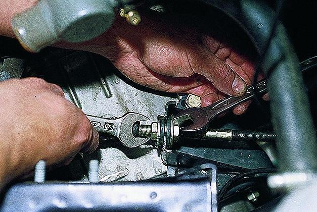 Фото №3 - замена троса сцепления ВАЗ 2110