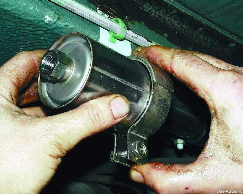 Фото №36 - где находится топливный фильтр ВАЗ 2110
