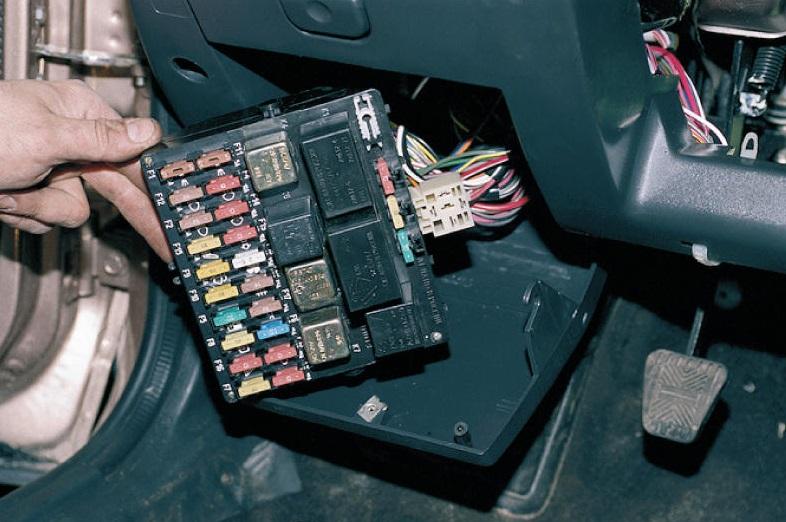 Фото №26 - где находится реле зарядки на ВАЗ 2110
